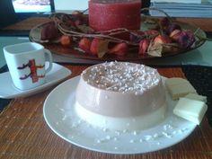 Postre de café con chocolate blanco.