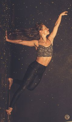 shine bright. Sparkly lululemon yoga outfit. cute