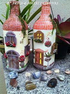Mais um trabalhinho meu,saindo do forno. Wine Bottle Art, Painted Wine Bottles, Wine Bottle Crafts, Clay Crafts, Diy And Crafts, Arts And Crafts, Bottle House, Fairy Crafts, Plastic Bottle Crafts