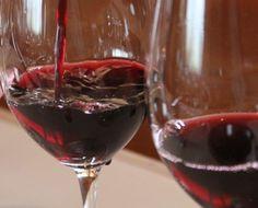 Sabe o que significa que um vinho seja Adstringente?…ou que são as duelas? http://winechef.com.br/sabe-o-que-significa-que-um-vinho-seja-adstringenteou-que-sao-as-duelas/ Adstringência: Sensação de origem química que provoca uma contração das papilas, deixa os lábios repuxados, corta a salivação e produz uma sensação...