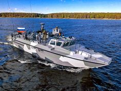 Rostec :: News :: Kalashnikov presents a unified combat group of assault boats or a BOB - bug out boat Fast Boats, Cool Boats, Ghost Recon 2, Navigation Lights, Landing Craft, Army & Navy, Boat Design, Navy Ships, Power Boats