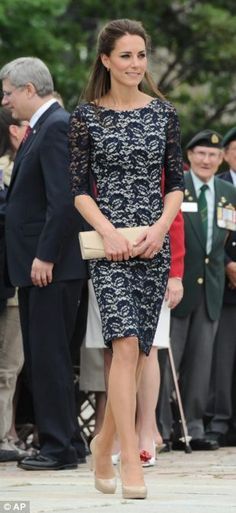 Celebrity Style: Kate Middleton, The Duchess of Cambridge - ButterBoom Looks Kate Middleton, Kate Middleton Dress, Princesse Kate Middleton, Pantyhosed Legs, Look Formal, Navy Lace, Blue Lace, Princess Kate, Love Her Style