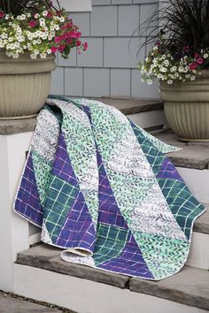 Extra large triangle-squares from just four fabrics make Stephanie Forsyth's design a true weekend quilt. Even though this quilt is so quick to make, it has as much impact as quilts that have taken hours longer.