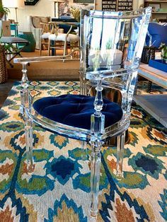 64 ideas for acrylic furniture decor ghost chairs Acrylic Dining Chairs, Acrylic Chair, Acrylic Furniture, Dining Room Chairs, Dining Table, Lucite Furniture, Glass Furniture, Art Deco Furniture, Reading Nook Chair