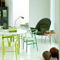 GREAT chairs featured on the interiors addict facebook page. Wishbone green. #lifeinstyle #greenwithenvy