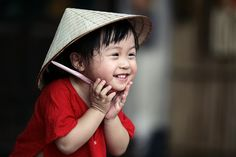 Em bé đáng yêu với áo bà ba | Ảnh - truyện vui