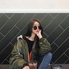 Pretty Korean Girls, Cute Korean Girl, Asian Girl, Aesthetic Women, Aesthetic Clothes, Girls Black Jacket, Korean Fashion Work, Korean Photo, Girl Korea