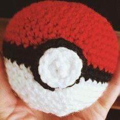 Gotta catch'em all 🎤 #pokemongo #pokemon #pokeball #crochet #pokeballcrochet #luccacomics2016 #luccawearecoming #luccacomicsandgame #amigurumi