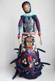 Madame s'envole – Monaluison Art Fibres Textiles, Textile Fiber Art, Sculpture Textile, Art Sculpture, Felt Dolls, Rag Dolls, Environmental Art, Art Club, Stitch Design
