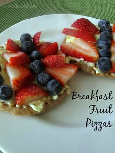 These breakfast fruit pizzas are heathy, fun and fast! Plus, use the right fruit and they're perfect for the fourth of July!