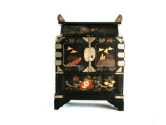 Vintage Jewelry Box Asian Black Lacquer by LkWhatTheCatDraggedN