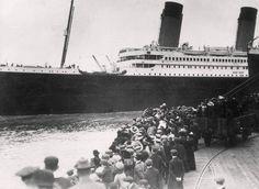 Photo prise le 10 Avril lorsque le Titanic quitte Southampton pour rejoindre New-York. 16 Beautifully Colorized Photos Of The Titanic Rms Titanic, Titanic Photos, Titanic Deaths, Titanic Wreck, Titanic Model, Titanic Sinking, Belfast, Photos Du, Old Photos