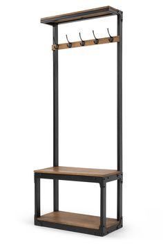 Layne Flurgarderobe in Schwarz und Mangoholz. Inspiration für diese Garderobe im angesagten Industrial Look waren klassische Umkleideräume – veredelt mit schwarzem, mattes Metall, Mangoholz und markanten funktionalen Details.