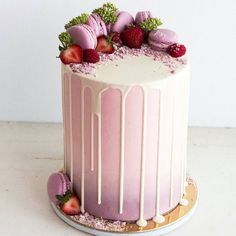 "7,759 Likes, 66 Comments - Cake Porm (@cakeporm) on Instagram: ""Pink and purple ombre @migalha_doce"""