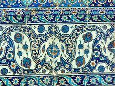 Turkish Tiles, Turkish Art, Islamic Tiles, Islamic Art, Blue Pottery, Pottery Art, Tile Art, Mosaic Tiles, Antique Tiles