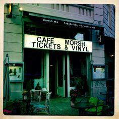 Ein feines, frisch aufgebautes Sortiment an neuem Vinyl gibt es seit kurzem im Backroom des Cafe Morsh (Trinity Konzertkasse), Vorbergstraße 8, 10893 Berlin (Mo-Fr 10:00 bis 20:00 Uhr und Sa. 12:00-18:00).