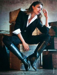 Hermes boots for the best equestrian look Elisa Sednaoui, Equestrian Chic, Equestrian Fashion, Riding Boots Fashion, Fashion Boots, Horse Riding Boots, Riding Gear, Fashion Clothes, Look Fashion