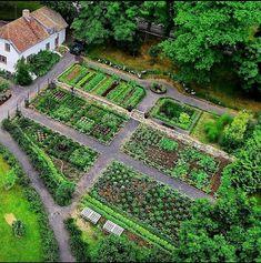 Garden layout my little garden potager garden, garden design Potager Garden, Veg Garden, Garden Cottage, Edible Garden, Indoor Garden, Vegetable Garden Planner, Farm Layout, Farm Gardens, Front Yard Landscaping