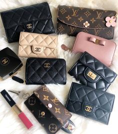 Choosing The Perfect Handbag That's Suitable For All Season - Best Fashion Tips Luxury Bags, Luxury Handbags, Chanel Handbags, Purses And Handbags, Look Fashion, Fashion Bags, Zapatillas Louis Vuitton, Sacs Design, Chanel Wallet