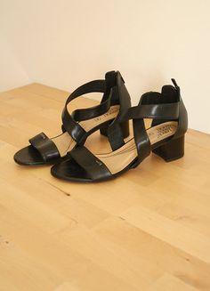 Kup mój przedmiot na #vintedpl http://www.vinted.pl/damskie-obuwie/sandaly/18799272-piekne-czarne-sandalki-na-niskim-obcasie-lasocki-ccc-rozmiar-38-zipy-laces-slupek-must-have