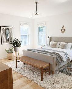 4 Stupefying Useful Tips: Minimalist Bedroom Tips Cleanses minimalist bedroom gray paint colors.Minimalist Bedroom Boho Lights cozy minimalist home living spaces.Minimalist Bedroom Tips Life. Calming Bedroom, Home Decor Bedroom, Bedroom Inspirations, Modern Bedroom, Minimalist Living Room, Bedroom, Upholstered Sleigh Bed, Home Decor, Home Bedroom
