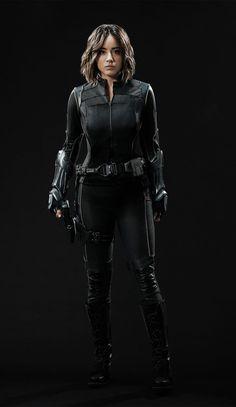 CIA☆こちら映画中央情報局です: Agents of S.H.I.E.L.D. : マーベルのテレビシリーズ「エージェンツ・オブ・シールド」シーズン3が、インヒューマンのクェイクとして、新コスチュームを身に着けたクロエ・ベネットが初登場する初回冒頭の約5分間のプロローグのアクション・シーンをリリース!! - 映画諜報部員のレアな映画情報・映画批評のブログです
