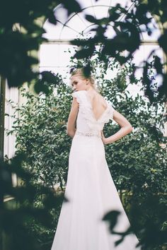 V-back wedding dress by Maria Senvo ~ Photography by http://www.georginamartin.co.uk/