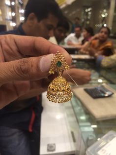 Jumki 18 Gms Gold Earrings Designs, Gold Jewellery Design, Gold Jewelry, Jewelry Necklaces, Mango Mala, Gold Pendent, Saree Jewellery, Jewelry Model, India Jewelry
