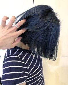 Short Bob with a Signature Curl - 30 Short Straight Hairstyles and Haircuts for Stylish Girls - The Trending Hairstyle Short Blue Hair, Dark Blue Hair, Short Straight Hair, Hair Color Purple, Edgy Hair Colors, Lip Colors, Blue Hair Aesthetic, Navy Hair, Hair Streaks