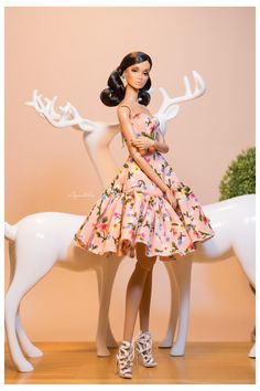 ♥️This dress❣️ Fashion Barbie Barbie Fashionista, Barbie Doll Set, Doll Clothes Barbie, Fashion Royalty Dolls, Fashion Dolls, Fashion Dresses, Barbie Gowns, Barbie Dress, Barbie Patterns