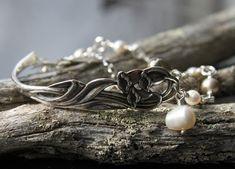 Kielo-rannekoru hopeatyöt, rannekoru, hopeakoru, lusikkakorut, uusiokorut, kierrätyskorut, handmadejewelry, silverjewelry, silverspoonjewelry, spoonjewelry, bracelet