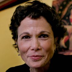 Julia Alvarez is a poet and novelist who is known for novels such as 'How the Garcia Girls Lost Their Accents' and 'In the Time of the Butterflies'. Latin American Literature, American History, Julia Alvarez, Afro, Hispanic Women, Hispanic Heritage, Writers And Poets, Latin Women, American Poets