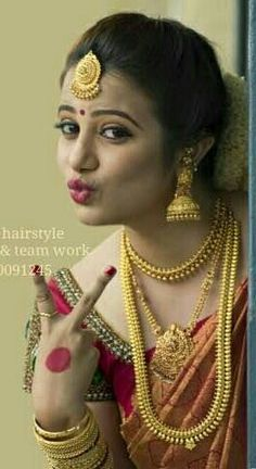 Indian Bridal Outfits, Indian Bridal Wear, Bridal Necklace, Bridal Jewelry, Gold Jewelry, Jewellery, Gold Haram Designs, Bridal Makeover, Bride Portrait