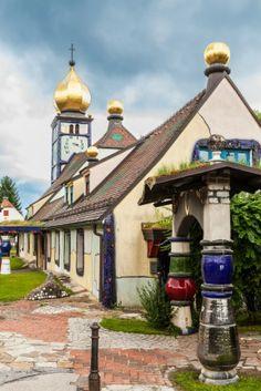 In Bärnbach in Deutschland steht eine von dem Künstler renovierte Kirche…