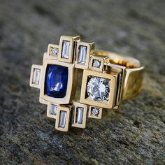 « Un bel exemple de création sur-mesure avec les pierres d'une cliente (saphir et diamants). Notre force réside dans notre créativité et nos savoir-faire » — Mathieu Tournaire #tournaire #tournaireparis #handmadejewelry #jewelry #jewels #bijoux #madeinfrance #luxury #joaillerie #ring #bague #custommade #diamonds