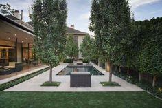 Symmetrie in de tuin Modern Backyard, Backyard Landscaping, Landscape Design, Garden Design, Sidewalk, Patio, Mansions, House Styles, Outdoor Decor