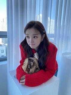 Extended Play, South Korean Girls, Korean Girl Groups, Cute Girls, Cool Girl, You Deserve The World, Soyeon, Soo Jin, Little Library