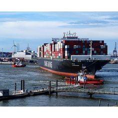 Guten Morgen ️  #busy #containership #dearhamburg #easter #elbe #Fischmarkt #goodmorning #gutenmorgen #hafen #Hamburg #hh #igershamburg #igershh #morning #ostern #wearehh #welovehh
