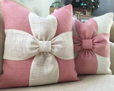 Burlap bow pillow cover in off white and natural by LowCountryHome (Diy Pillows Insert) Bow Pillows, Burlap Pillows, Sewing Pillows, Burlap Bows, Decorative Pillows, Chevron Burlap, Cushion Covers, Pillow Covers, Burlap Background