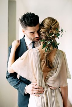 Natural and Organic Simplistic Wedding Inspiration   Wedding Sparrow   Megan Robinson Photography