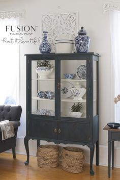 Having a Midnight Blue moment! How beautiful is this stunning Fusion Mineral Paint colour on this gorgeous dainty cabinet? Blue Furniture, Refurbished Furniture, Paint Furniture, Furniture Projects, Furniture Makeover, Vintage Furniture, Furniture Dolly, Furniture Decor, Painted China Cabinets