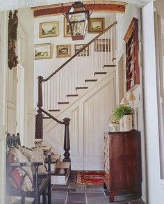 Beautiful foyer and staircase Style At Home, Interior Presentation, Pavillion, Foyer Decorating, Decorating Ideas, Decor Ideas, House Entrance, Entrance Ideas, Hallway Ideas