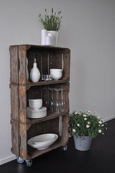 Love the contrast! I have some old wooden boxes :) Deco Furniture, Recycled Furniture, Old Wooden Boxes, Diy Home Decor, Room Decor, Ideas Para Organizar, Deco Boheme, Vintage Kitchen Decor, Wood Crates