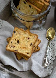 Fette biscottate home-made con nocciole ed uvetta