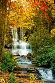 Waterfalls Round-Mountain-Falls,-Rosman,-NC
