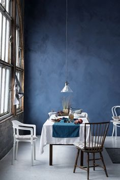 Essen im Blauen. Dinner. Blautöne. Wohlfühlfarbe.