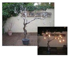 Un arbre lumineux, un tuto facile à réaliser avec ses photos explicatives, c'est sur http://www.ofil2leau.com/tutoriels/un-arbre-lumineux/#