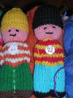 Bjørnemor...: Småtingsafdelingen... Loom Knitting, Baby Knitting, Knit Crochet, Crochet Hats, Worry Dolls, Knitted Dolls, Volkswagen Bus, Beanie, Pop