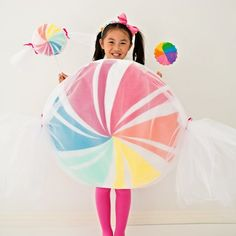 Make this sweet gigantic No-Sew Felt Candy Costume for Halloween!