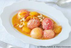 Geschmorte Marillen und Pfirsiche mit Basilikum-Mascarponecreme